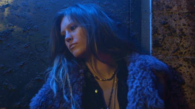 """Elliphant premieres """"Purple Light"""" Video."""