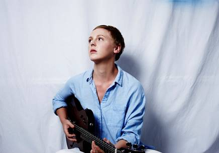 """Laura Marling premieres new track """"Strange"""" from her forthcoming album 'Short Movie,'"""