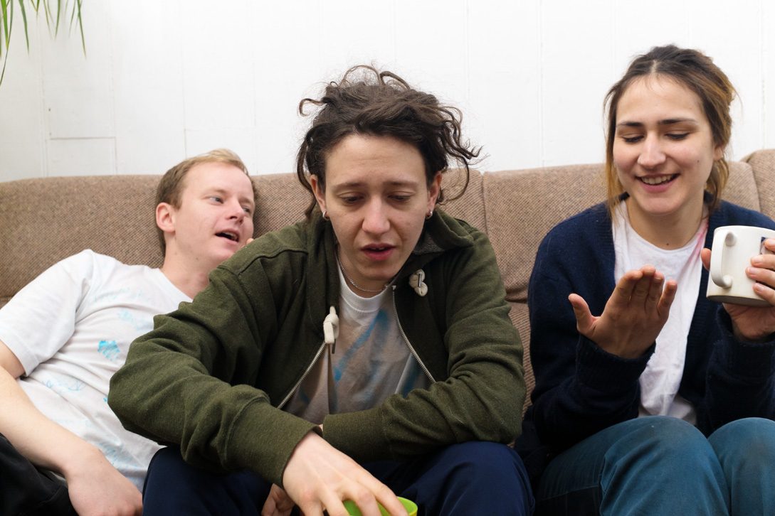 """Micachu & The Shapes Release the New Video for """"Sea Air"""". The track comes from their LP 'Good Sad Happy Bad'"""