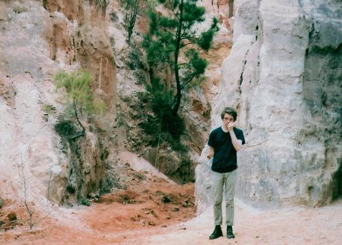 "Frankie Broyles Premieres New Track ""Color Set"""