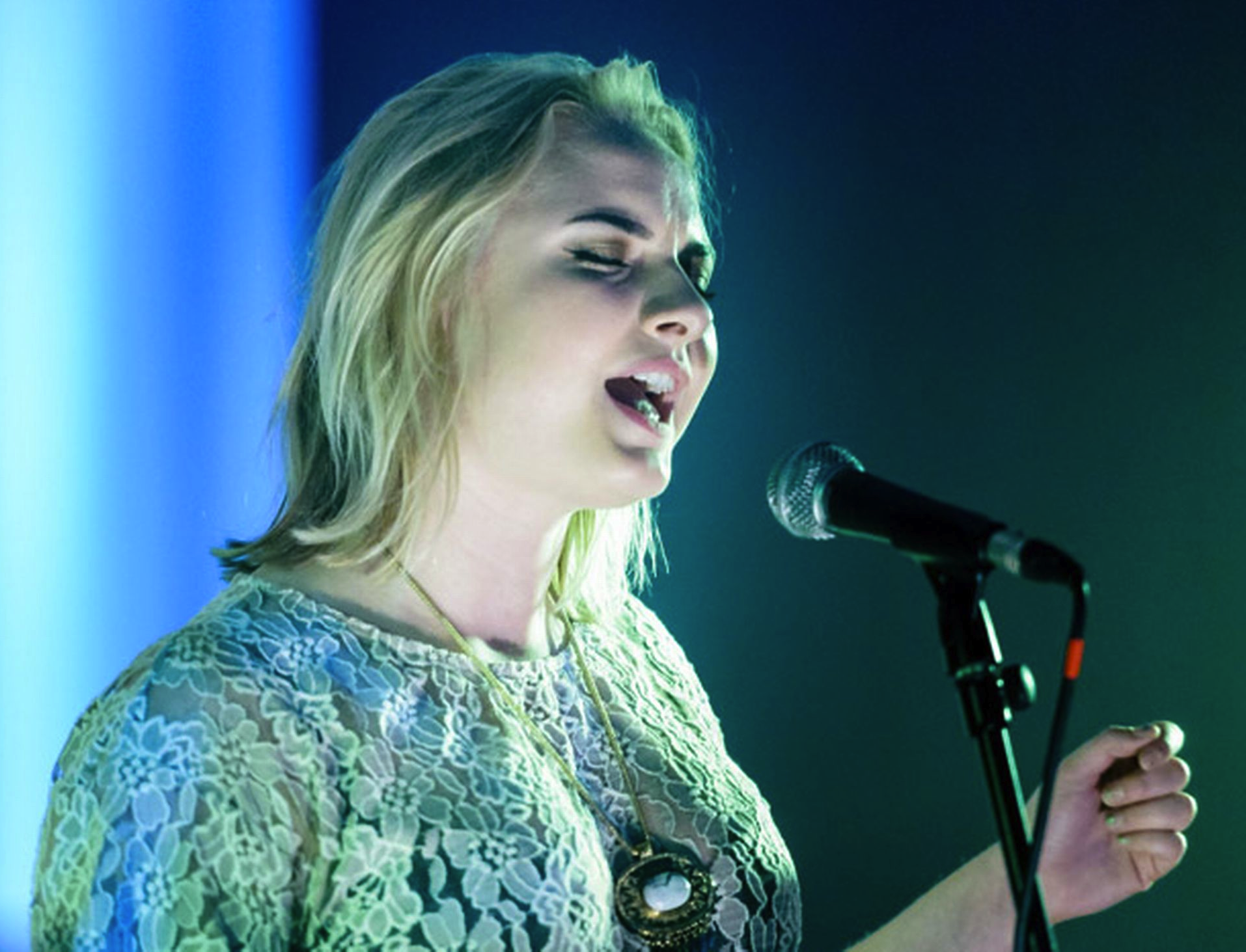 """Holly 'Låpsley' Fletcher Debuts her video, for the single """"Hurt Me""""."""