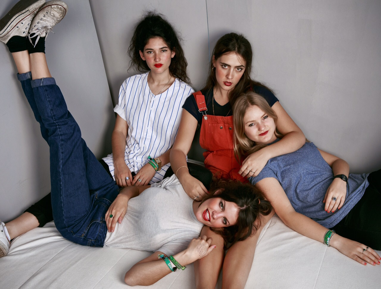 """Hinds have announced their debut album 'Leave Me Alone'. The LP comes out January 8, on Mom + Pop / Lucky Number. The lead track """"Garden"""" is now streaming."""