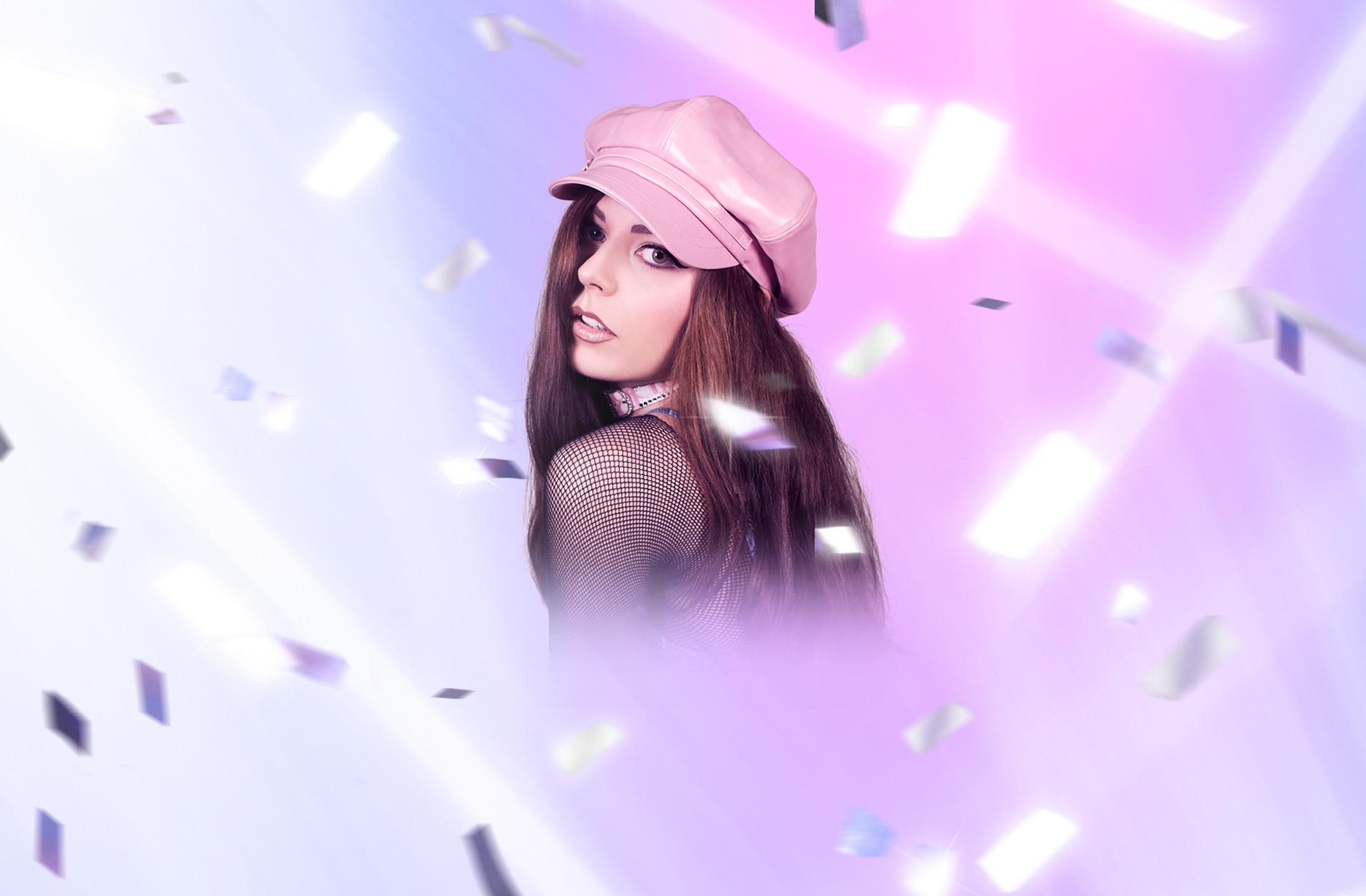 "Hannah Diamond Shares video for her New Single ""Hi"""