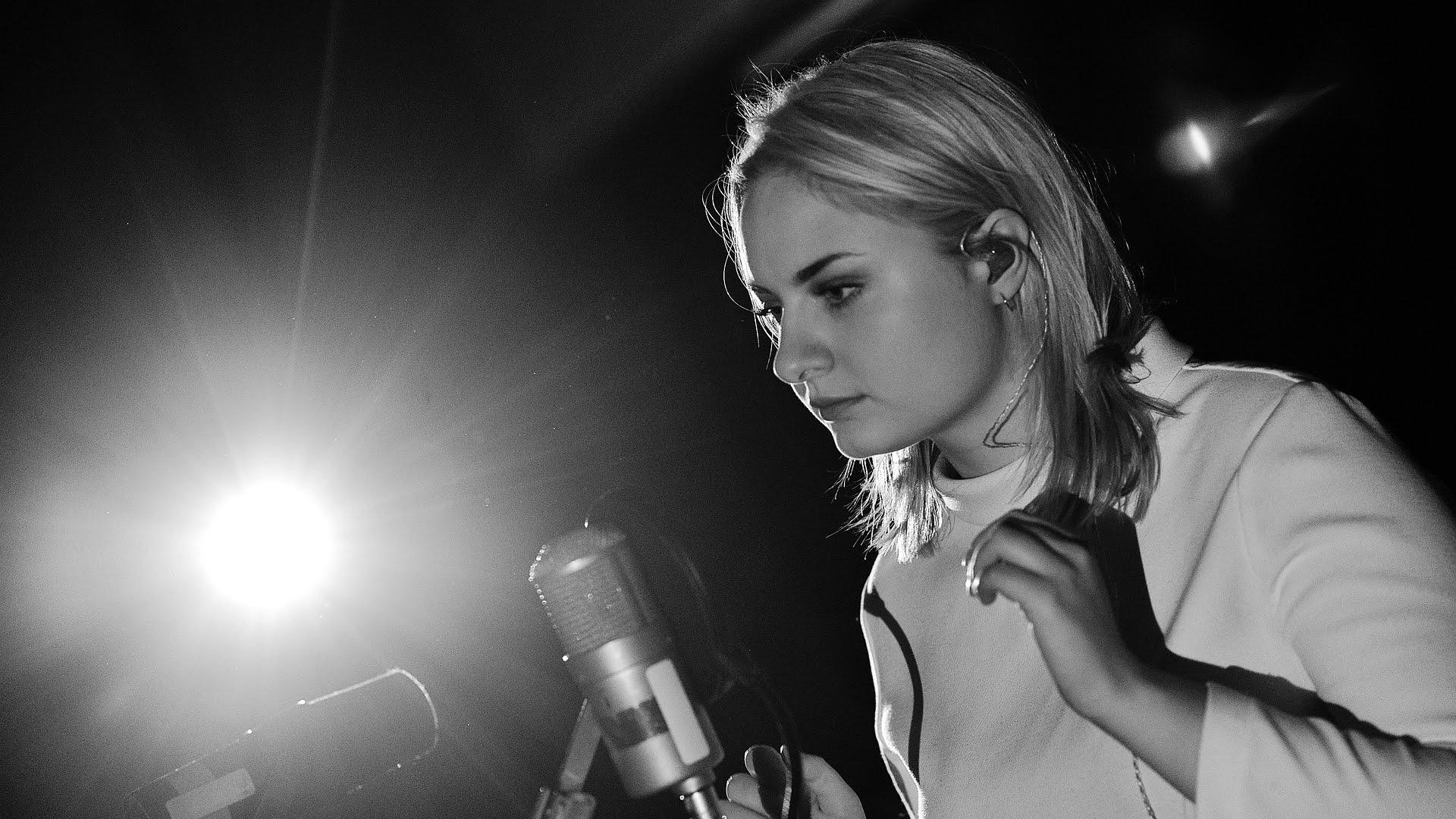 Låpsley' announces album 'Long Way Home', out March 4 on XL Recordings.