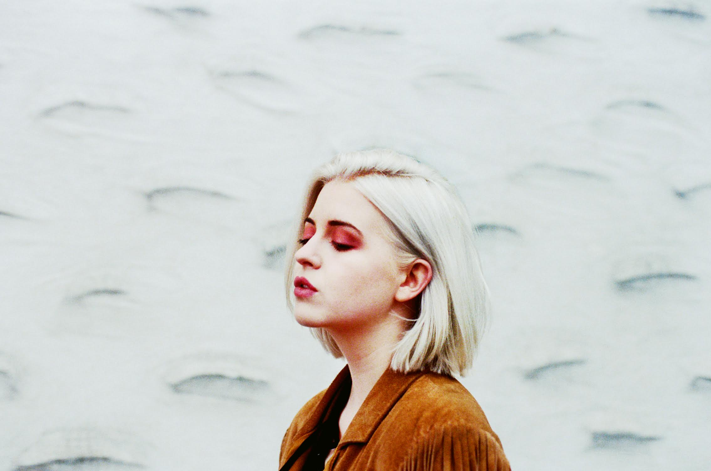 "KLOE streams new single ""Teenage Craze"", ahead of her self-titled EP relese, out February 5th via IAMSOUND/Columbia"