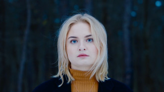 """Låpsley releases Dark0's remix of her latest single """"Falling Short""""."""