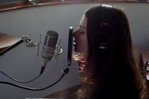 """Hope Sandoval & The Warm Inventions have shared the music video for """"Isn't It True."""""""