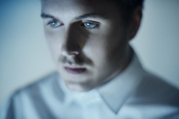 "Gundelach debuts new single ""Fjernsynet"""