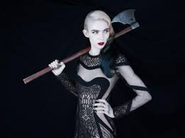 """Grimes releases new video for """"California"""" the track comes off her latest release 'Art Angels"""
