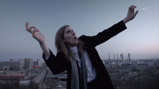 "Alex Cameron releases new video for ""Mongrel"""
