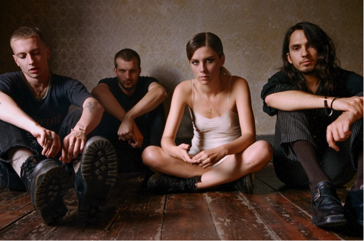 "Wolf Alice release new single ""Don't Delete The Kisses"""