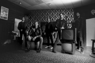 Interview with Dean Fertita of Queens of the Stone Age: Dean talks about 'Villains,' his role, and how bringing in Mark Ronson helped them stay fresh.