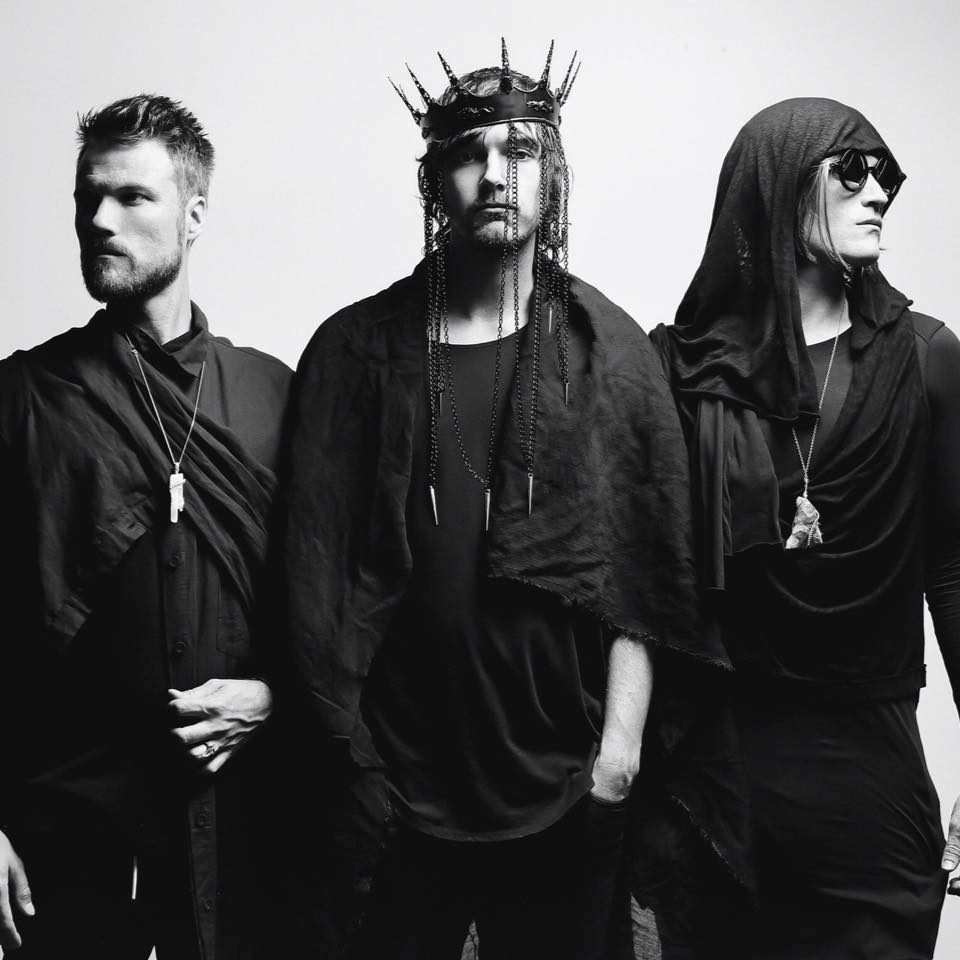 """BRÅVES debut live video for """"Catch Me"""""""