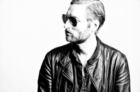 """Mark Stoermer debuts new Lee Hardcastle directed video for """"Filthy Apes and Lions"""""""