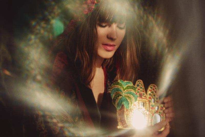 "Melody's Echo Chamber shares new single ""Desert Horse"""