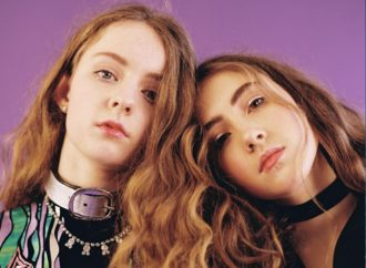 "UK duo Let's Eat Grandma debut new single ""Ava"""