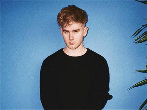 "Mura Masa shares new single ""Complicated"" featuring Nao"