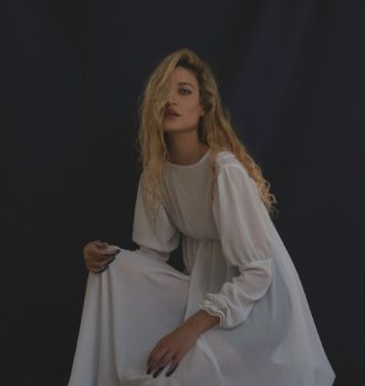"Ioanna Gika debuts new single ""Swan"""