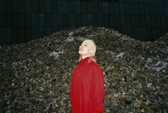 """Welsh musician/producer Cate Le Bon has shared her new video for """"Daylight Matters,"""""""