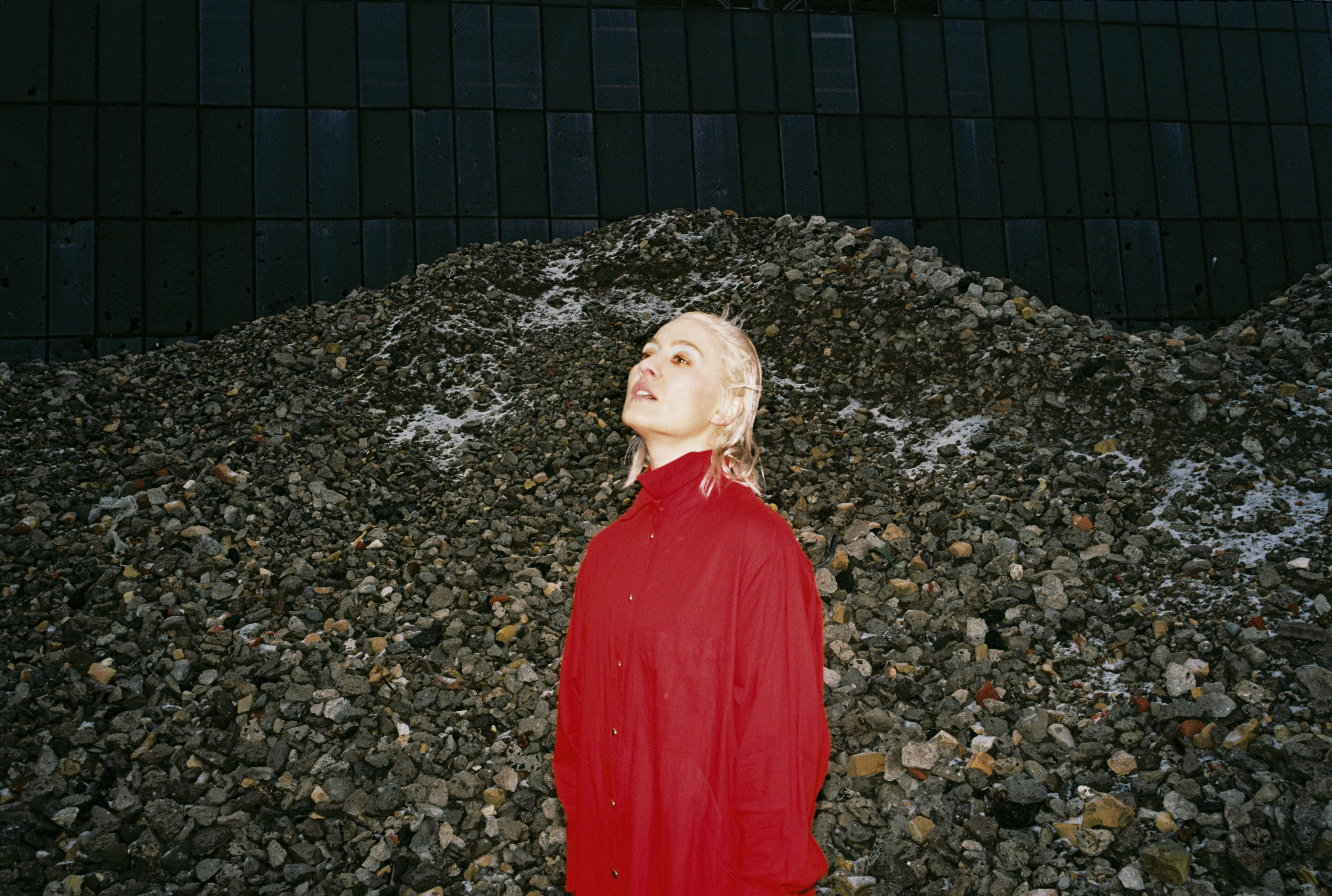 "Welsh musician/producer Cate Le Bon has shared her new video for ""Daylight Matters,"""