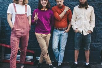 "Vancouver band Peach Pit have shared the new video""Shampoo Bottles"""