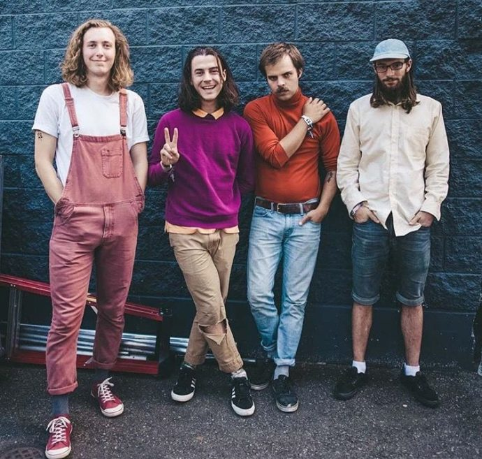 """Vancouver band Peach Pit have shared the new video""""Shampoo Bottles"""""""