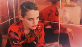 Anna Calvi collaborates with Charlotte Gainsbourg
