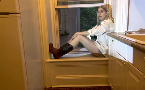 "Mackenzie Scott AKA: TORRES, has shared a new video for ""Too Big for the Glory Hole"""