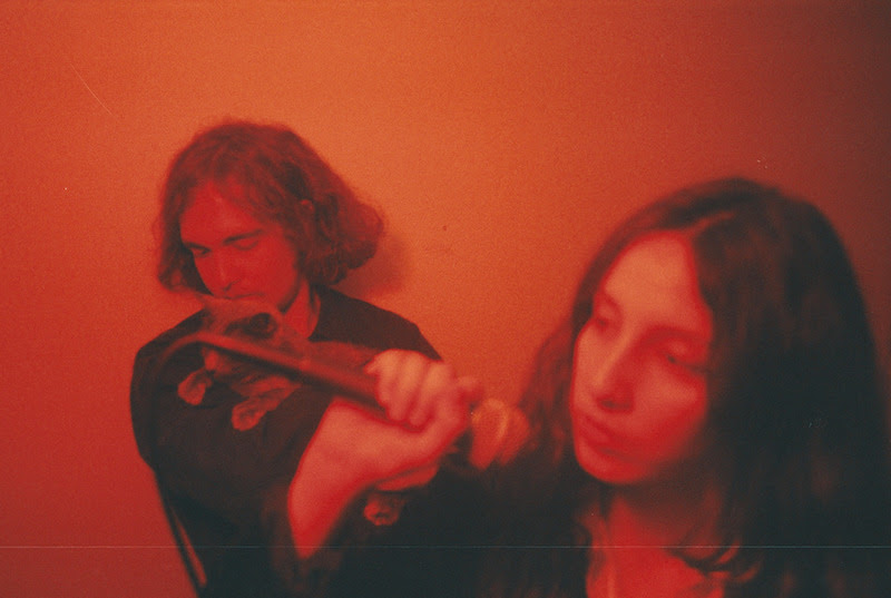 """Mint Field's new album Sentimiento Mundial is set for release on September 25th via Felte Records. Today, the band have shared their new single """"Contingencia"""""""