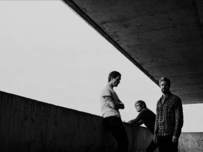 "METZ have released a new video for ""Hail Taxi."""