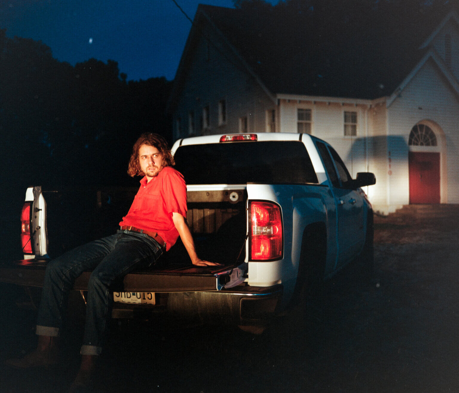"""Kevin Morby has shared two new singles, """"Don't Underestimate Midwest American Sun"""" and """"Wander,"""" which is off his forthcoming LP Sundowner"""