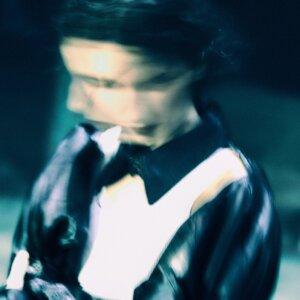 """Eva Tolkin releases new single """"Weak A s Water"""""""