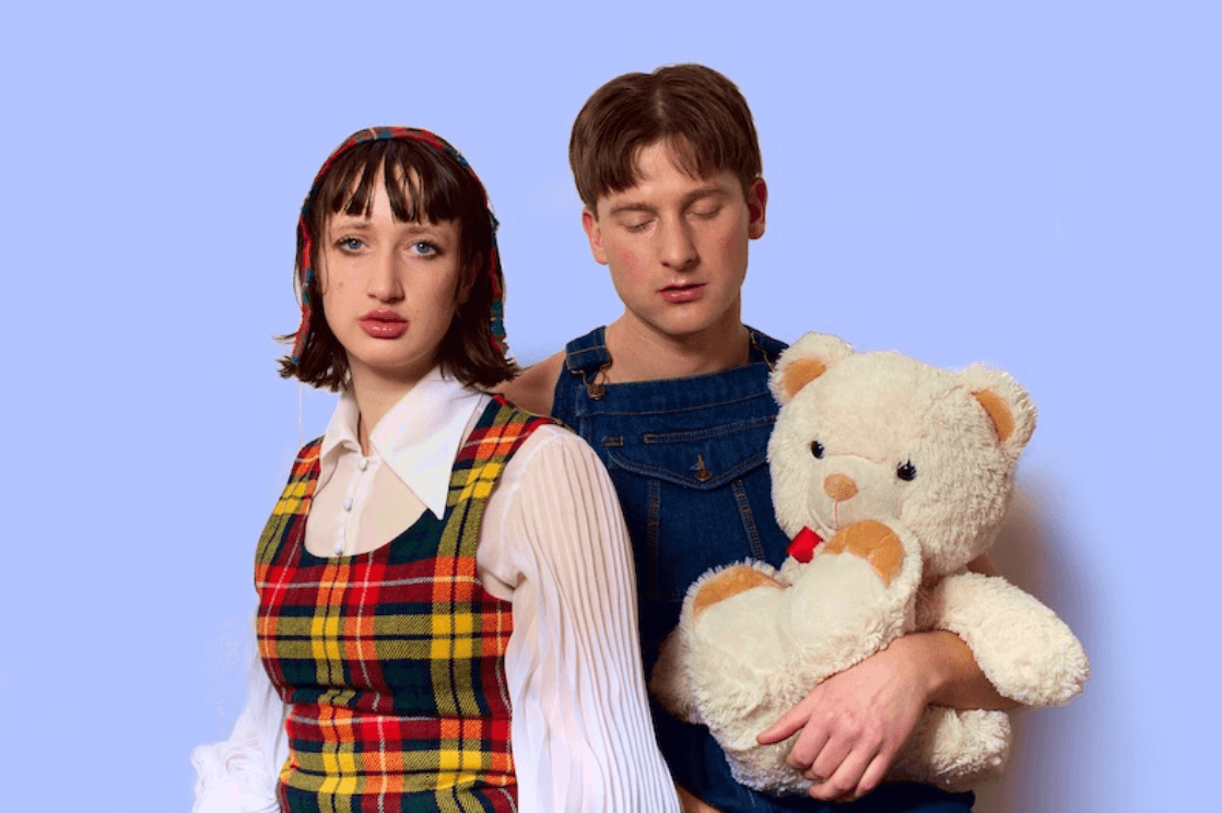 """Das Beat, made up of German actress & vocalist Eddie Rabenberger and Agor of Blue Hawaii. The pair have just shared their single """"Bubble"""""""