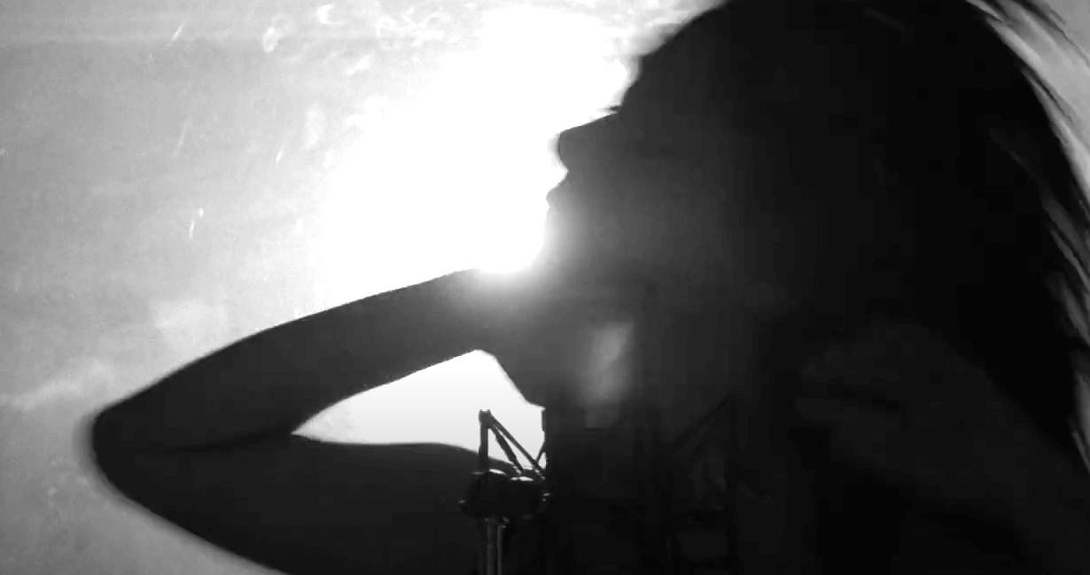 "Julia Daigle (Paupière) has shared a new video for ""Usage Domestique."" The track, is the lead single from her LP, Un singe sur l'épaule"
