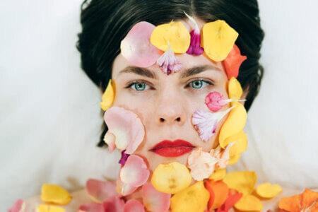 Cots, is The solo project of composer, singer/guitarist Steph Yates. Disturbing. Today, she has revealed her LP Disturbing Body