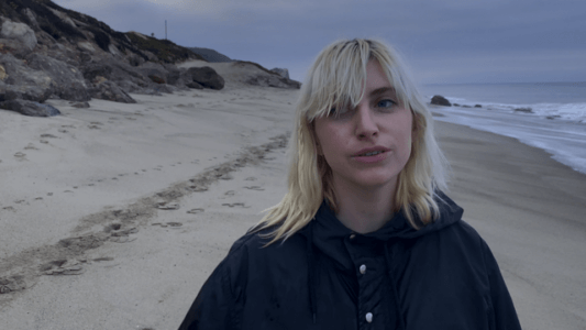 """Ian Sweet AKA: Jilian Medford, has shared her cover of """"Yellow."""" Produced by Daniel Fox, her voice surges over twinkling keys and anthemic percussion and guitar"""